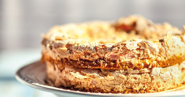 Rabarbarowe ciasto z #beza. #delektujemy #merengue #pavlova #cake