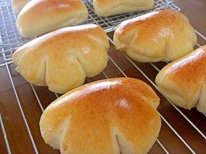 楽天が運営する楽天レシピ。ユーザーさんが投稿した「クリームパン&チョコクリームパン」のレシピページです。市販のクリームを使い 簡単に作ります。チョコとカスタードの2種類を4個ずつ焼きます。。手作りパン。○強力粉,○砂糖,○塩,○ドライイースト,○牛乳,○水,○無塩バター,つや出し用とき卵,チョコクリーム,カスタードクリーム