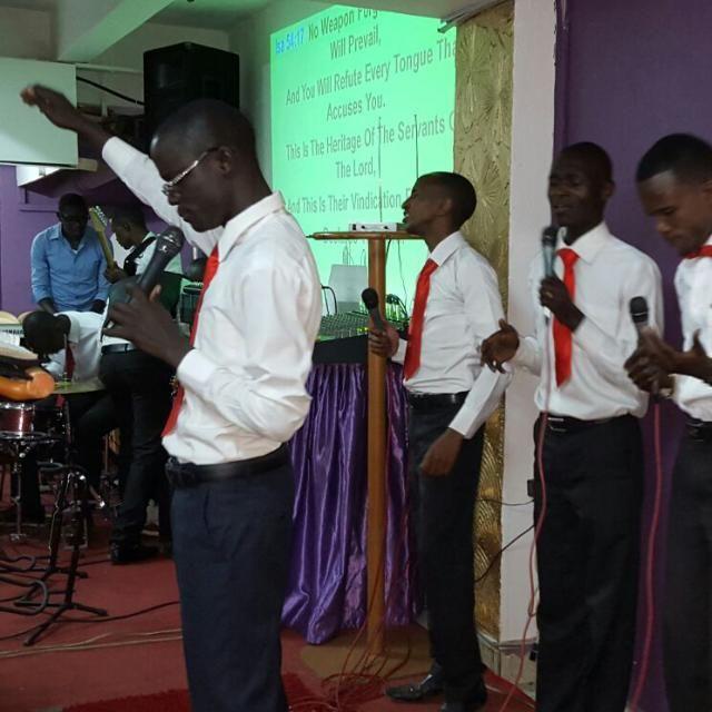 JOB worshiping God