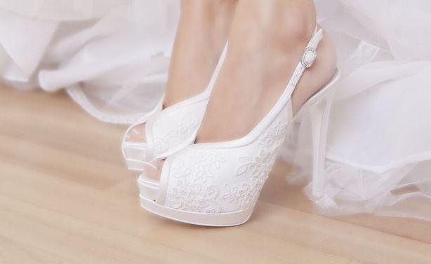 Ottima guida in italiano pubblicata su scarpeonline.org per scegliere le migliori scarpe da sposa. #scarpe http://www.scarpeonline.org/scarpe-da-sposa/