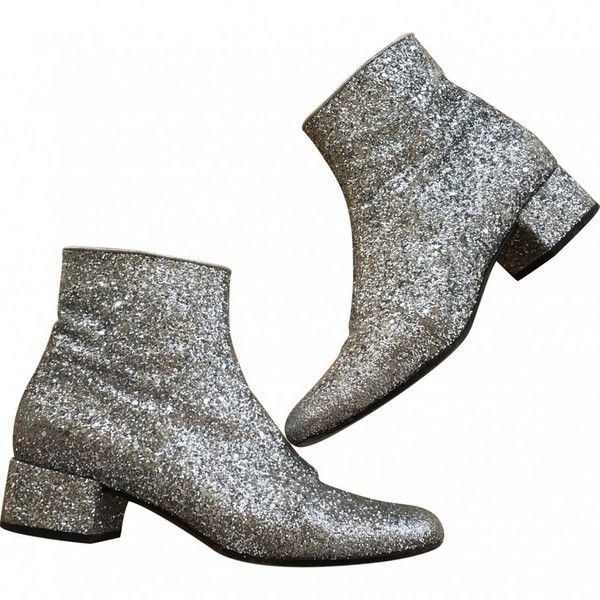 Saint Laurent glitter boots silver SAINT LAURENT ($550) ❤ liked on Polyvore featuring shoes, boots, ankle booties, glitter boots, silver glitter boots, yves saint laurent, glitter ankle booties and silver booties