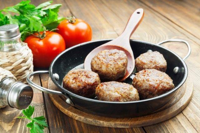 Aubergine gehaktballetjes: recept om hen voor te bereiden op een gemakkelijke en snelle