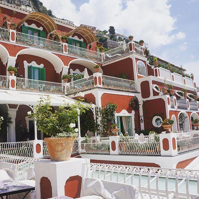Where to play in positano? Go to @lesirenuse #luxury #traveler #wanderlust #lesirenuse #positano #amalficoast #lesirenusestories