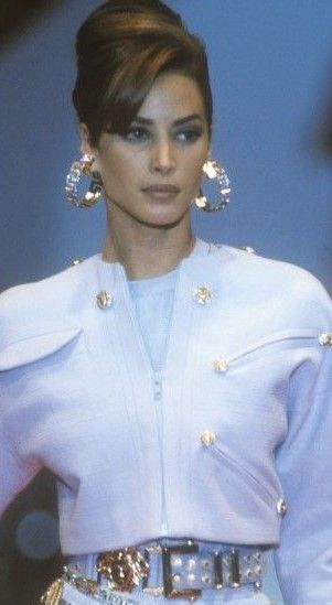 Gianni Versace Classic Vogue Present & Extra particulars