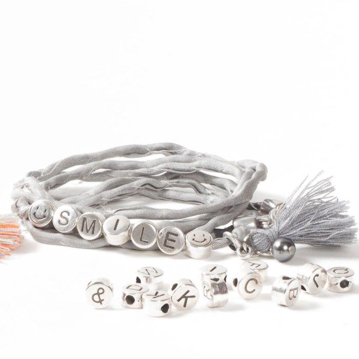 """""""Smile"""" Wickelarmband aus Seide mit Buchstabenperlen aus Metall und Troddel. #buchstaben #buchstabenperlen #namensarmband #wunscharmband #armbänder #bracelets #diyschmuck #schmuckanleitung #schmuckshop #selbstgemacht #jewelrymaking #schmuckdesign #schmuckideen"""