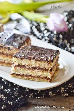 Knoppers to jeden z naszych ulubionych kupnych słodkości. Ale dlaczego by nie spróbować zrobić ich samemu?? Ja już od dość dawna sama robię ...