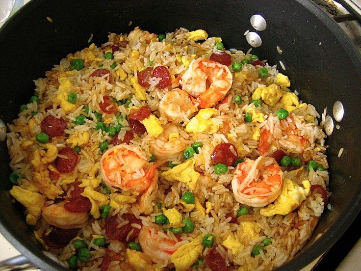 Arroz chino a lo boricua:   Ingredientes:  3 tazas de arroz blanco cocido (yo uso grano largo)  ½ Taza de camarones medianos (asegúrate...