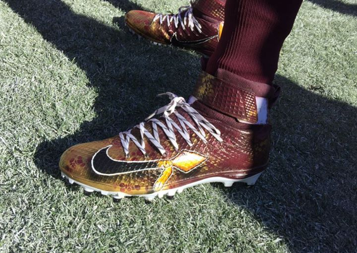 Now that's one HAIL of a 'throwback' cleat! #HTTR #HTTR4LIFE  Hail to the #REDSKINS!!! #MINvsWAS DE Ricky-Jean Francois shoe is pictured - http://ift.tt/2a7gnqz