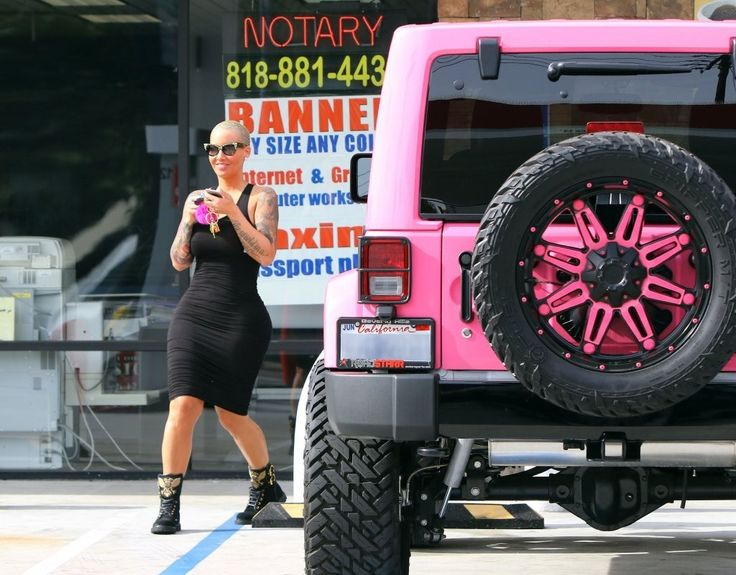 Amber Rose Spotted at a Liquor Store - Pictures