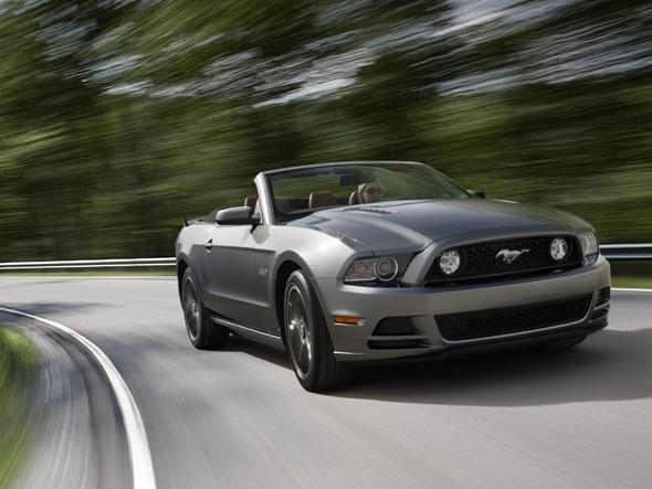 O Ford Mustang Conversível modelo 2012 foi considerado o terceiro melhor conversível do ano pelo site Total Car Score