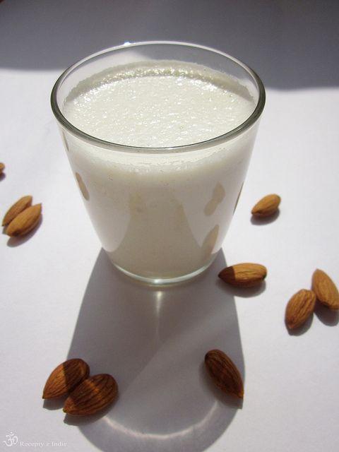 Mandlove mlieko (Badam Doodh) / Almond milk