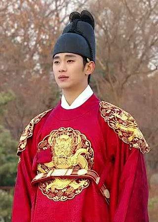 "Kim Soo Hyun as King Lee Hwon in ""The Moon That Embraces The Sun"" series"