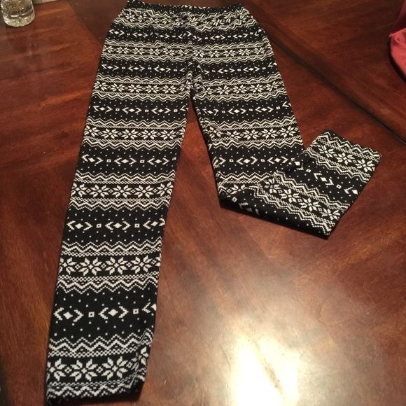 Black snowflake leggings size small new w/out tag These are new without tags leggings. They are a size small. They are black with a white snowflake pattern. Very soft material. They don't have a tag so not sure what they are made of. Pants Leggings