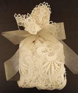 DIY Wedding Crafts: Gift Wrapping Ideas