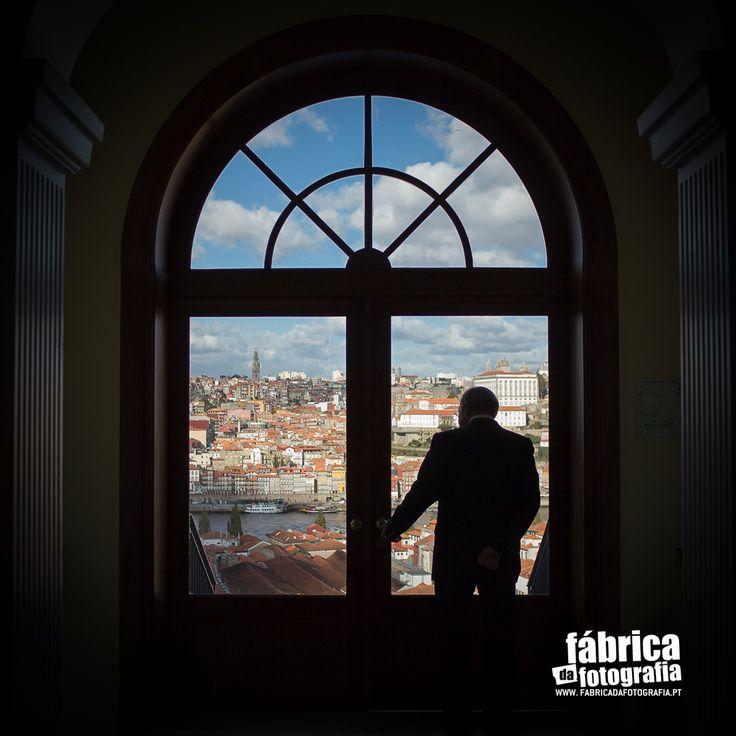 Ter a melhor cidade do mundo enquadrada, com o Douro já ali e a Torre dos Clérigos ao fundo… só dá vontade de abrir a porta e ir para a Baixa… do Porto! #picoftheday #photooftheday #porto #city #bestcity #portugal #bestview #douro #clerigos #ribeira   :: Fabrica da Fotografia