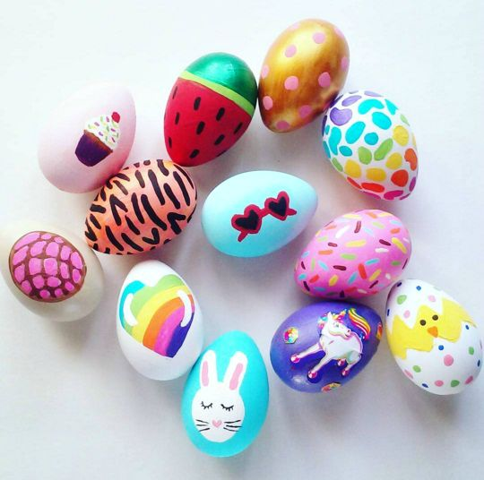 I came across these super cute Easter eggs from Lirio on Instagram today! She made a bunny, chick, tiger print, sprinkles, heart, watermelon, cupcake, etc. eggs just using paintbrushes and acrylic paint! These ones are my favorite which are Lisa Frank inspired…so colorful! Make sure to follow Crafty Morning on Facebook, Pinterest, and Instagram or …