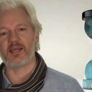 WikiLeaks' Julian Assange Calls on Computer Hackers to Unite Against NSA Surveillance / Democracy Now
