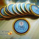 Monedas de chocolate con etiqueta