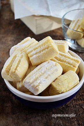 Un kurabiyesi tarifini istemiştim Konya da bir börekçi, kurabiye dükkanından.Mağrur görünüşlü kendisiyle gurur duyduğu pek belli olan hanımefendi un kurabiyesi nasıl yapılır biliyor musun diye ...