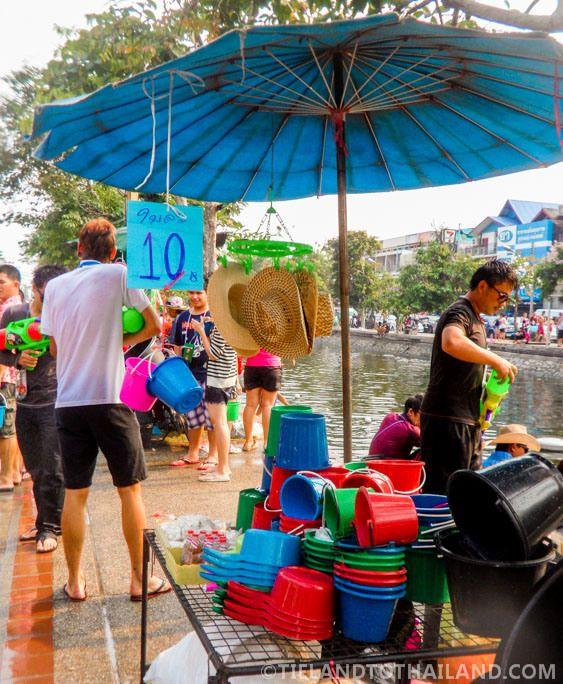 Songkran, Thailand's biggest water fight. Expectations versus reality. Funny stuff!  | tielandtothailand.com