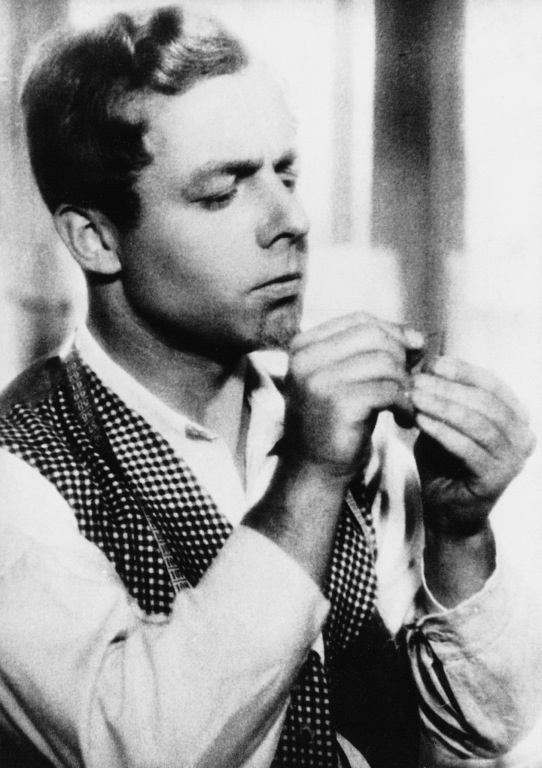 ღღ Ich habe alle seine Filme geliebt!  ~~~  Heinz Rühmann, 1940 im Film 'Kleider machen Leute'