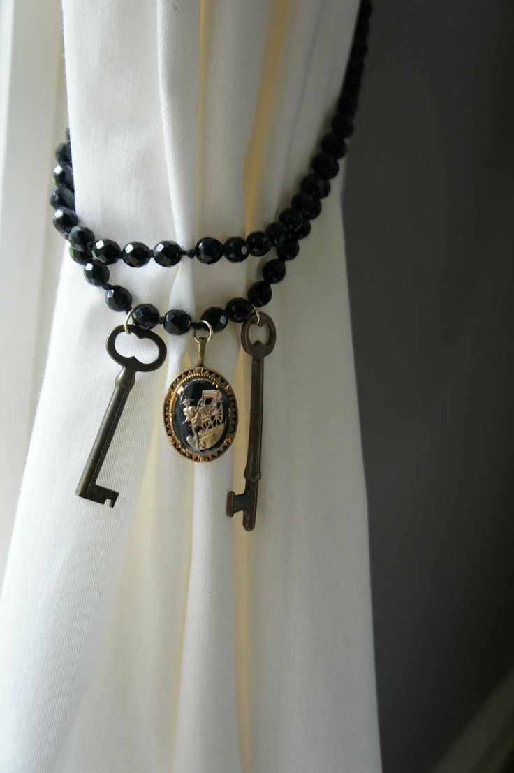 I picked up a ring of skeleton keys at a thrift shop the other day.. this is a nice idea for using them