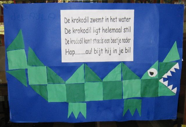 Crocodile using squares and triangles.  Wish I knew what it says.  Need a translation from @Kathryn DiPasqua