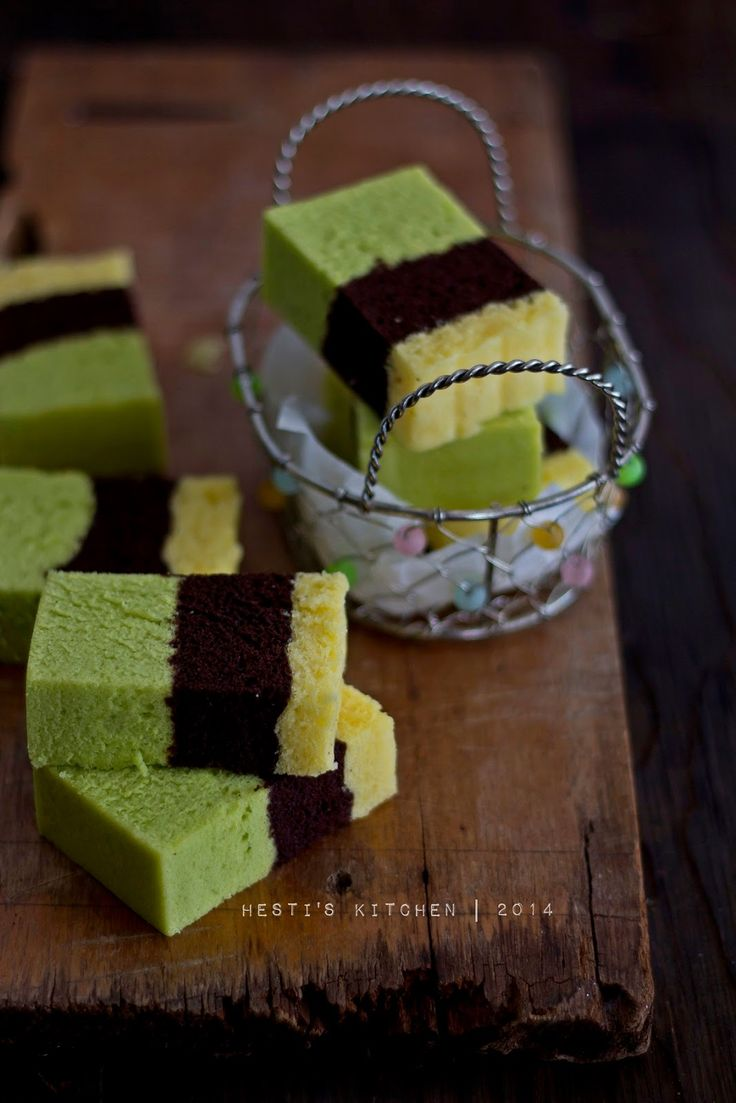HESTI'S KITCHEN : yummy for your tummy: Bolu Kukus Trio Pandan Cokelat Keju