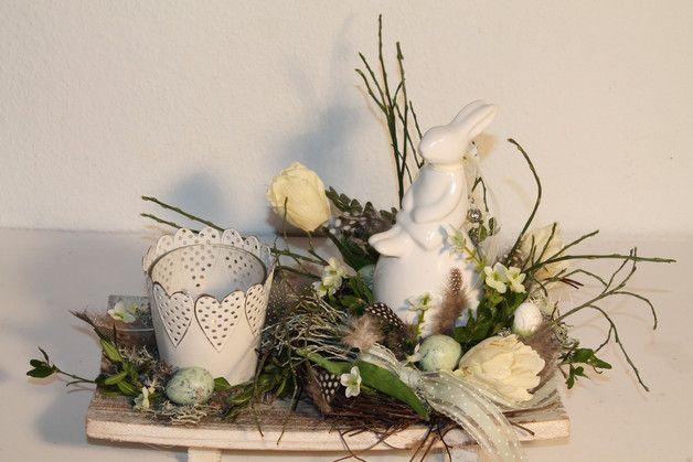 """Ostertischdeko - Oster-Gesteck """"Häschen auf dem Ei"""" - ein Designerstück von Mia-Floristik bei DaWanda"""