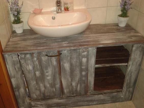 was-kann-man-aus-paletten-bauen_DIY-Waschtisch-aus-Holz