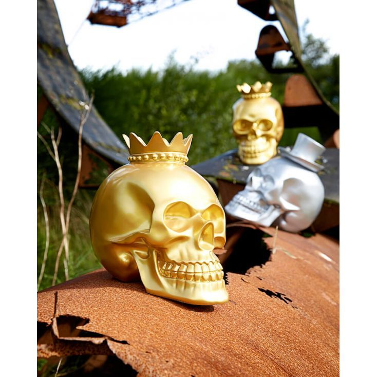 Skeleton Skull heads in Gold and Silver Top Hat ornaments. Our Skull Heads are a New 2017 design for Halloween this year at Smithers collectable accessories