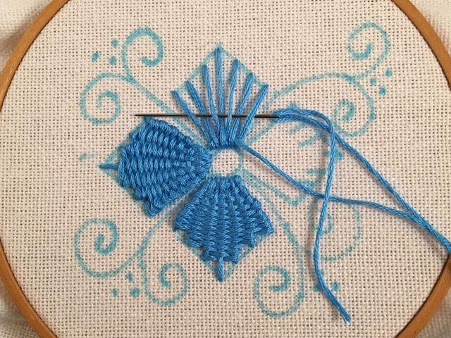 MooshieStitch Monday: Kamal Kadai Stitch Flower - Another Version | feeling stitchy | Bloglovin'