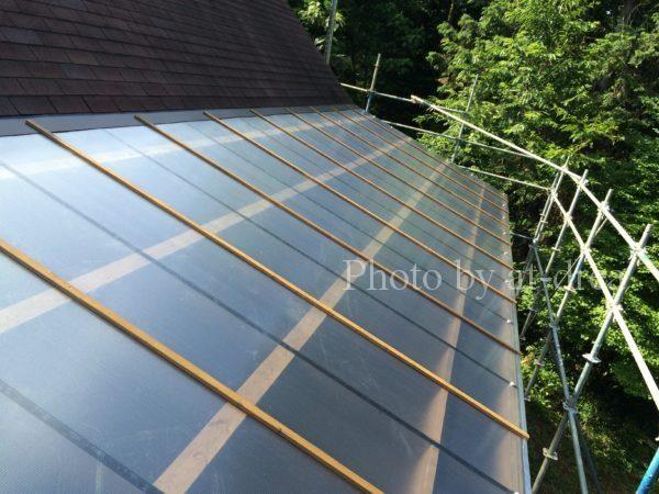ウッドデッキの屋根に中空ポリカ 雨漏りを防ぐ施工方法とは 琵琶湖