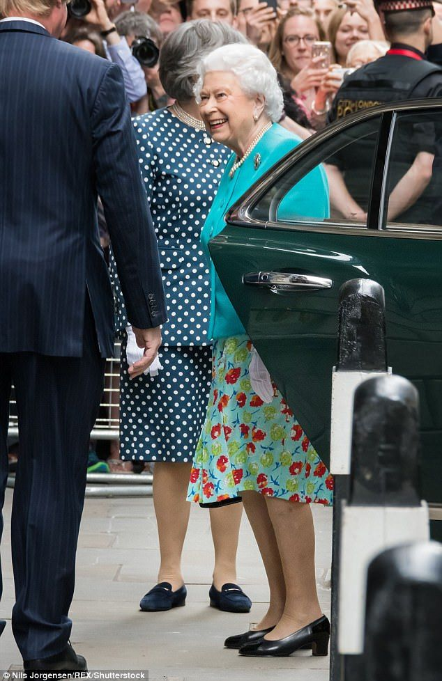The Queen, who was greeted bySir David Wootton, 684th Lord Mayor of London, embraced the warmer weather in turquoise skirt emblazoned with red and green roses