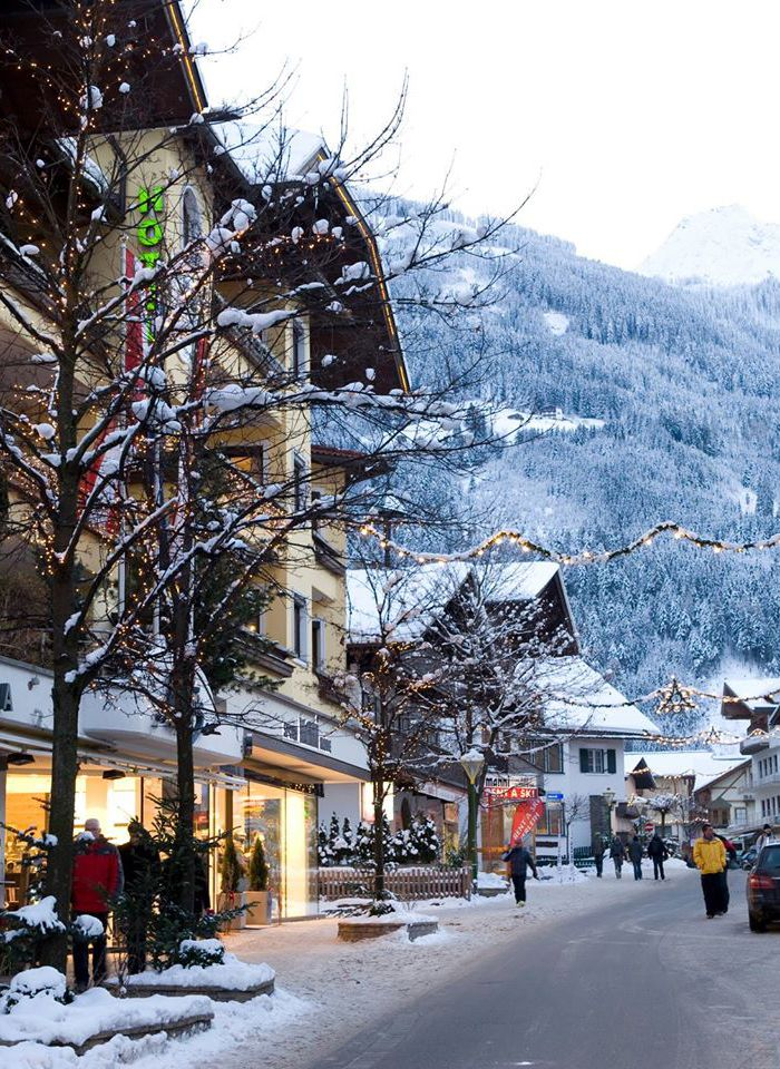 Christmas Skiing In Mayrhofen Austria In 2020 Austrian Ski Resorts Best Ski Resorts Ski Resort
