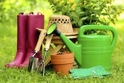 Urban Gardening Supplies: Tools For Starting A Community Garden - How do you begin to assemble all the tools for urban gardens necessary for starting a community garden? Learn about how to identify the requisite supplies for urban gardening in the article that follows.