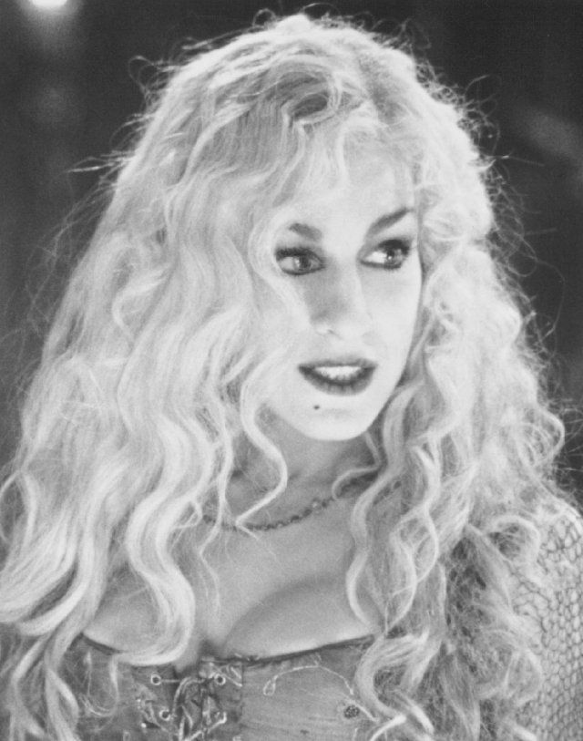 Still of Sarah Jessica Parker in Hocus Pocus, some year I will talk people into being Hocus Pocus with me too