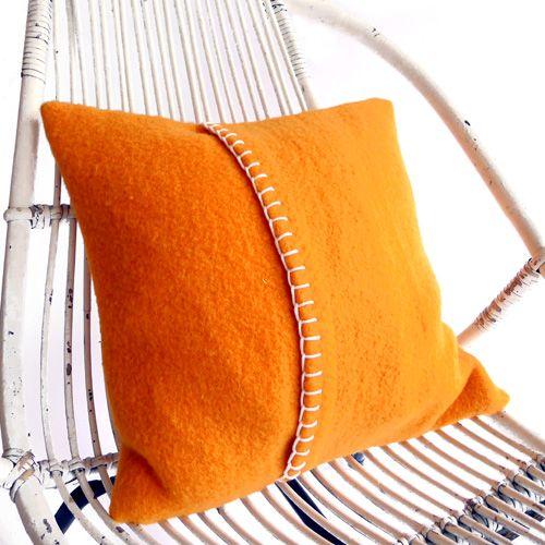 kussen oranje Zelf een kussen uit vilt maken? Kijk voor vilt eens op http://www.bijviltenzo.nl