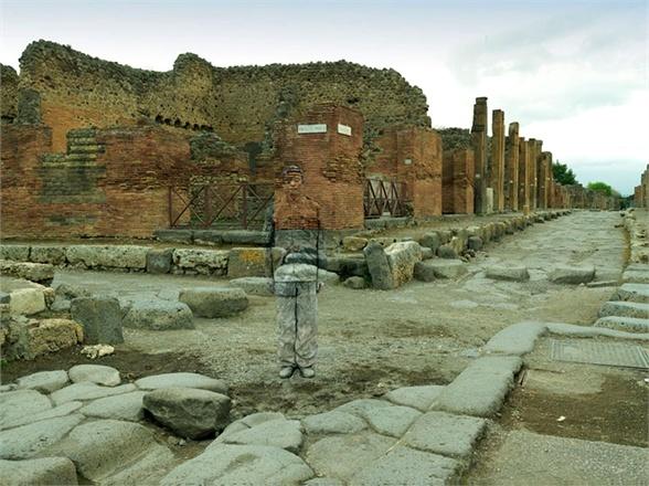 camouflage:  Via della Fortuna, Pompei