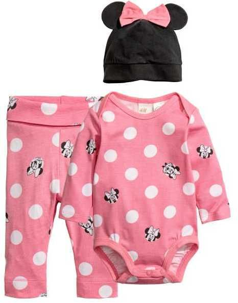 H&M Jersey Set Set with a bodysuit, pants, and accessory in soft, organic cotton jersey. Afflink.