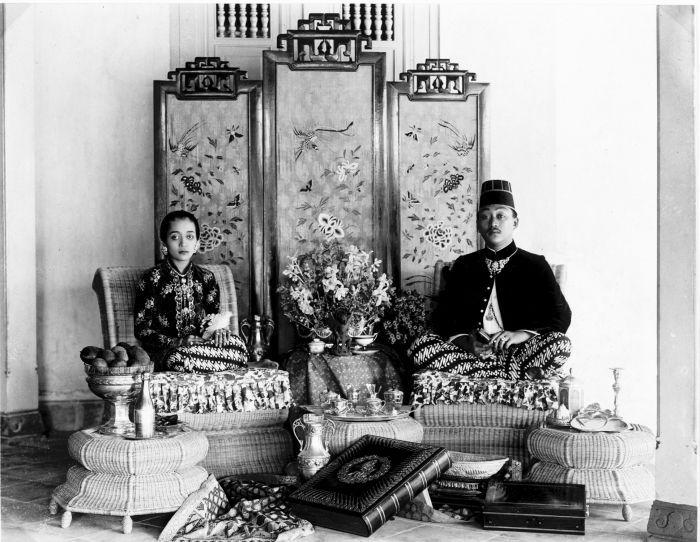 COLLECTIE TROPENMUSEUM Portret van Mangkoe Negoro VII en zijn echtgenote Ratu Timur.
