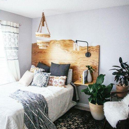 TÊTE DE LIT BOIS BRUT  Tête de lit en bois brut découpé, à faire réaliser sur-mesure par nos artisans.  À partir de 335€  #bois #lit #tetedelit #artisanat #france #formelab #chambre #bedroom
