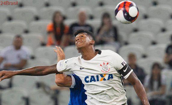 Após perder do Santo André: Para Jô, não é normal Corinthians 'perder tantos gols assim'