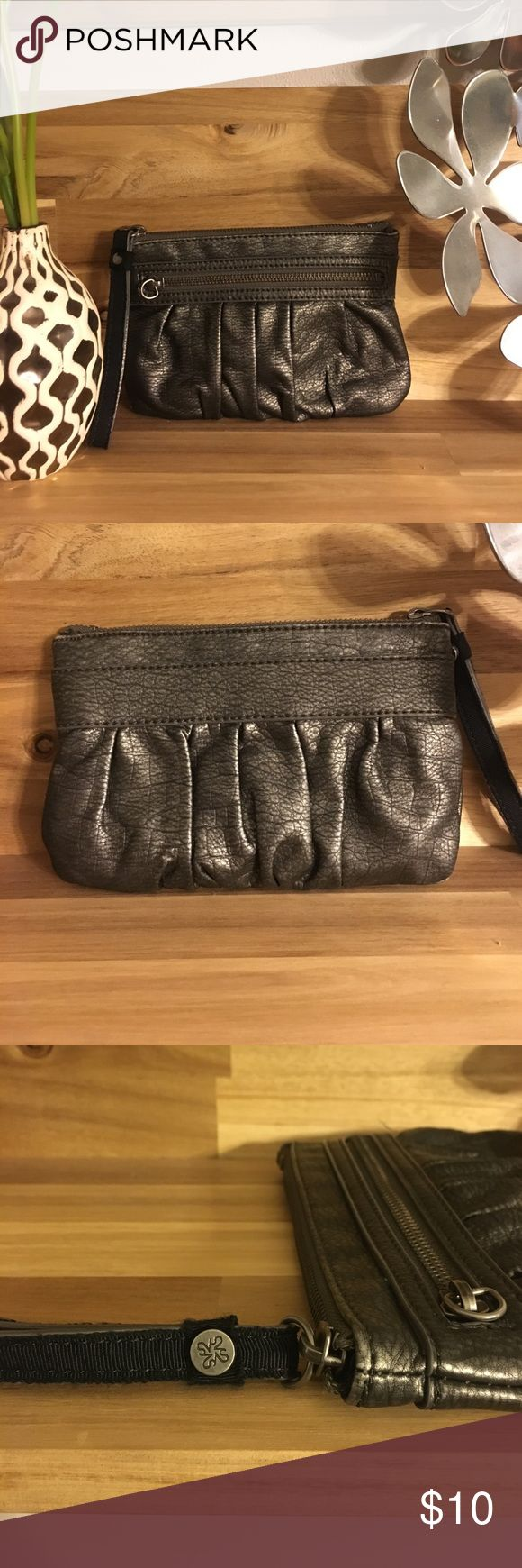 🆕 Simply Vera metallic wristlet Perfect condition both inside and out! Simply Vera Vera Wang Bags Clutches & Wristlets