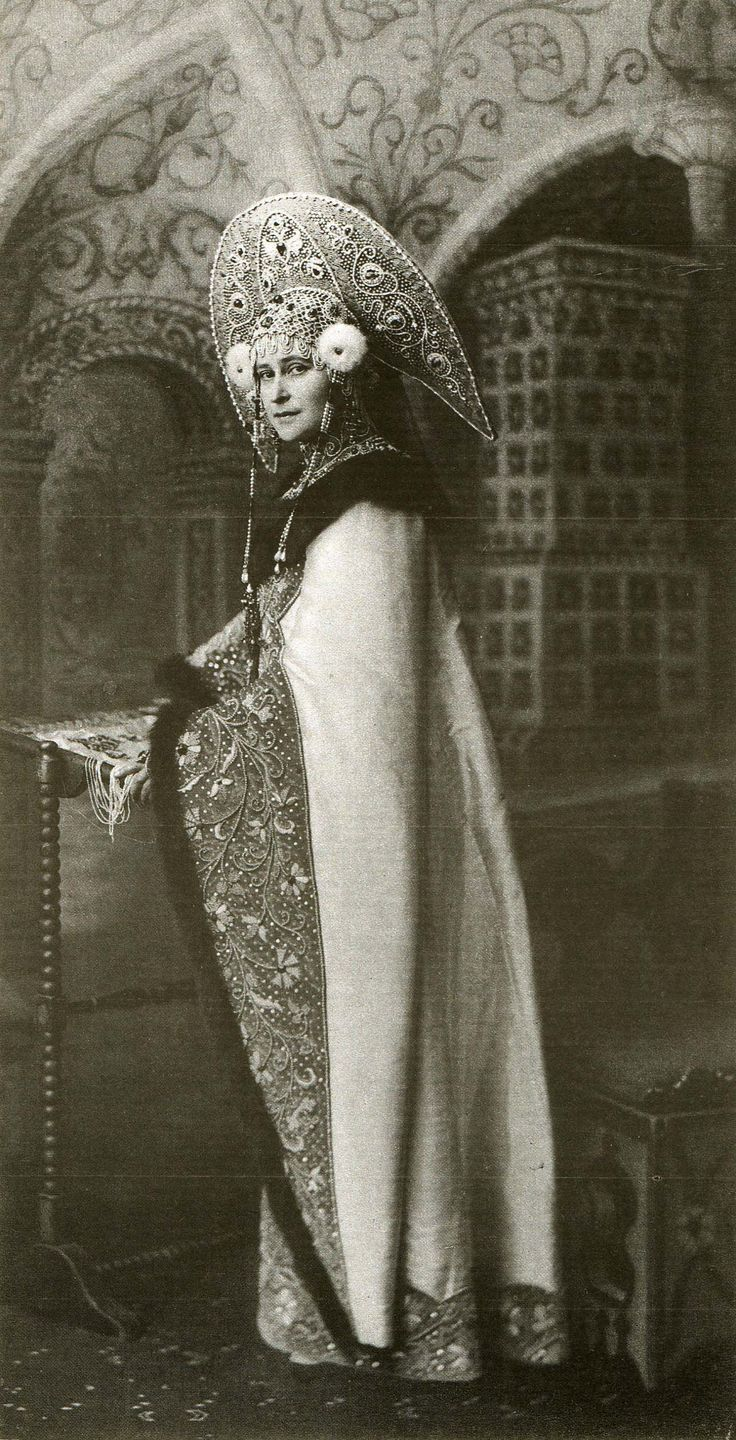 Grand Duchess Elizabeth Feodrovna dressed for the 1903 ball in the winter palace