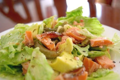 Salad with avocado and pink salmon