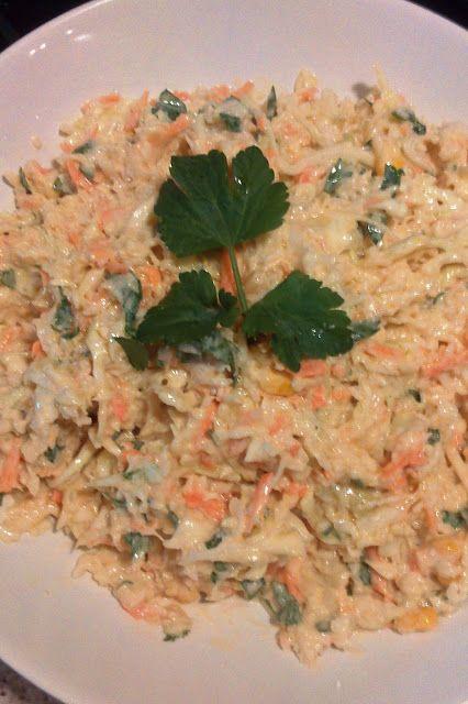 ΛΑΧΑΝΟΣΑΛΑΤΑ ΜΕ ΣΩΣ ΓΙΑΟΥΡΤΙΟΥ Δροσερή λαχανοσαλάτα με σως γιαουρτιού, έτοιμη να…