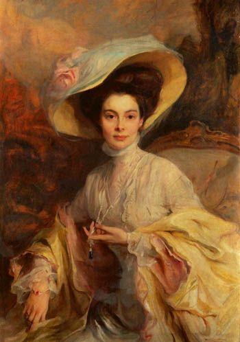 Saphir-Anhänger den die Kronprinzessin auf dem László-Gemälde trägt ist ein Geschenk des Kronprinzen an seine Gemahlin. Es hat die Präziose beim Hofjuwelier Gebr. Friedländer in Berlin anfertigen lassen und ihr im Jahre 1906 überreicht
