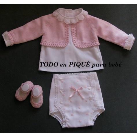 Camisa, cubrepañal, chaqueta y sandalia bebe