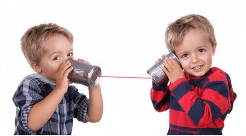 Η γλωσσική ανάπτυξη των παιδιών.Κανείς δεν φαντάζεται ότι ο λόγος θα εμφανισθεί απότομα, στην τελική του μορφή μ' ένα χτύπημα μιας μαγικής ράβδου, σαν μια μηχανή έτοιμη για χρήση. Η εγκατάσταση του πολύπλοκού αυτού συστήματος που είναι η γλώσσα προϋποθέτει την ταυτόχρονη λειτουργία πολυάριθμων μηχανισμών αντιληπτικής , κινητικής, γνωστικής αλληλεπίδρασης , μνημονικής και διασκευαστικής τάξης.